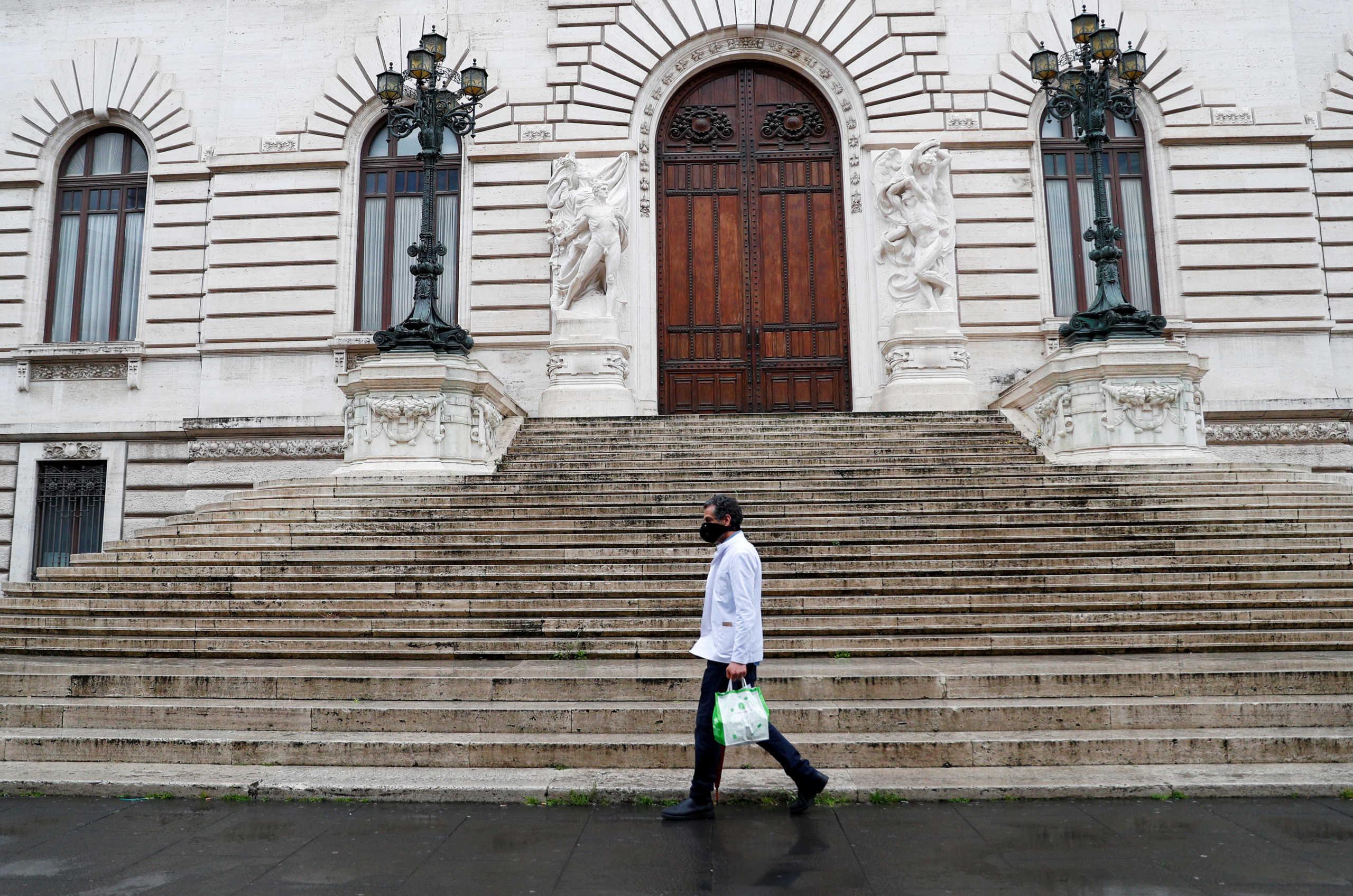 Ιταλία – Κορονοϊός: Τέλος στις επισκέψεις σε συγγενείς και φίλους στις «κόκκινες περιοχές»