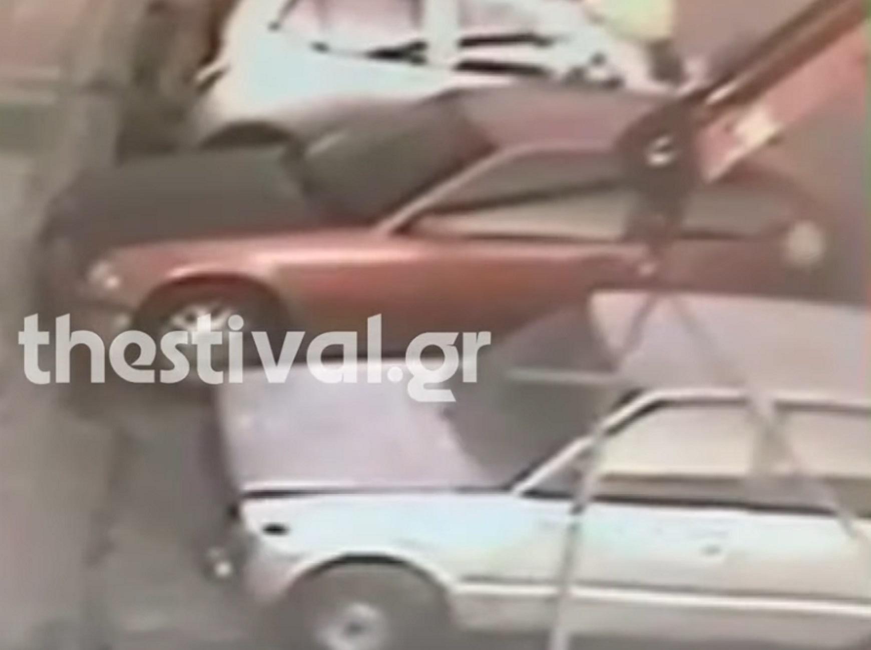 Θεσσαλονίκη: Βίντεο ντοκουμέντο από την κλοπή αυτοκινήτου με γερανό! Οι κινήσεις του δημοτικού υπαλλήλου
