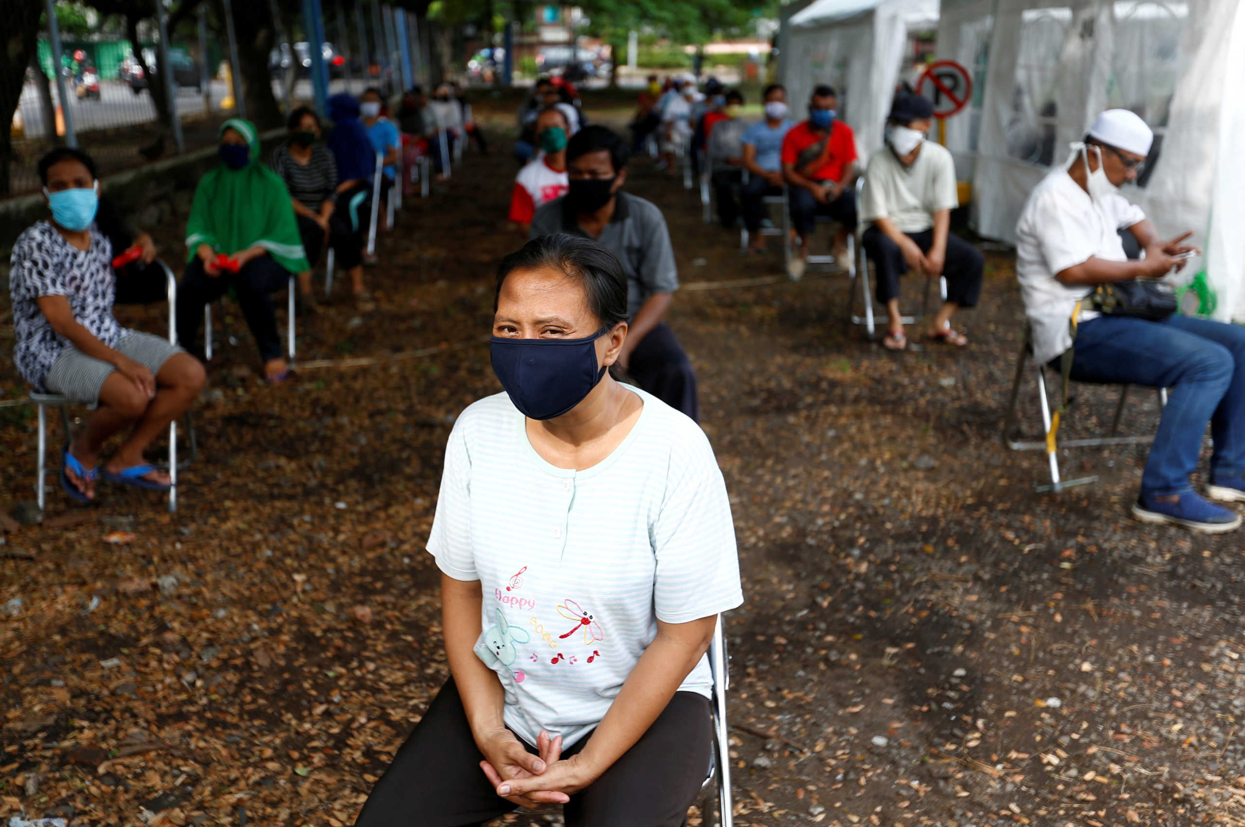 Ινδονησία: Αγγαρεία στις τουαλέτες για όσους παραβιάζουν τα μέτρα για τον κορονοϊό