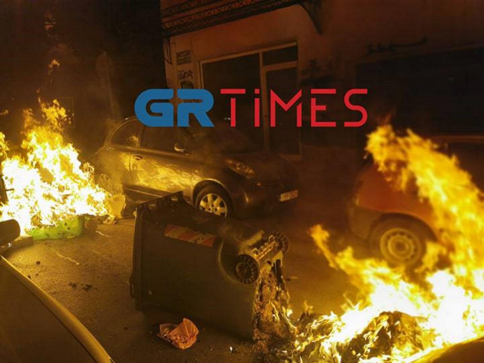 Χάος στη Θεσσαλονίκη – Άγρια επεισόδια με μολότοφ, δακρυγόνα και καμμένα αυτοκίνητα