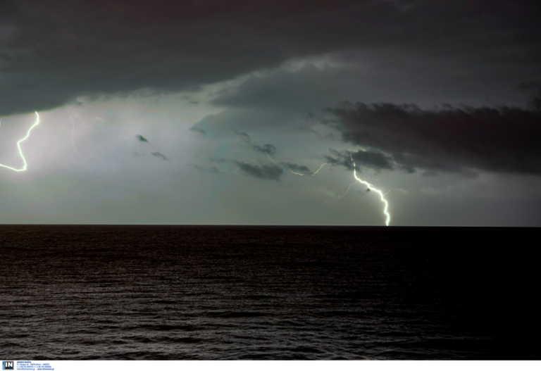 Καιρός σήμερα: Βροχερό σκηνικό με καταιγίδες και πτώση θερμοκρασίας
