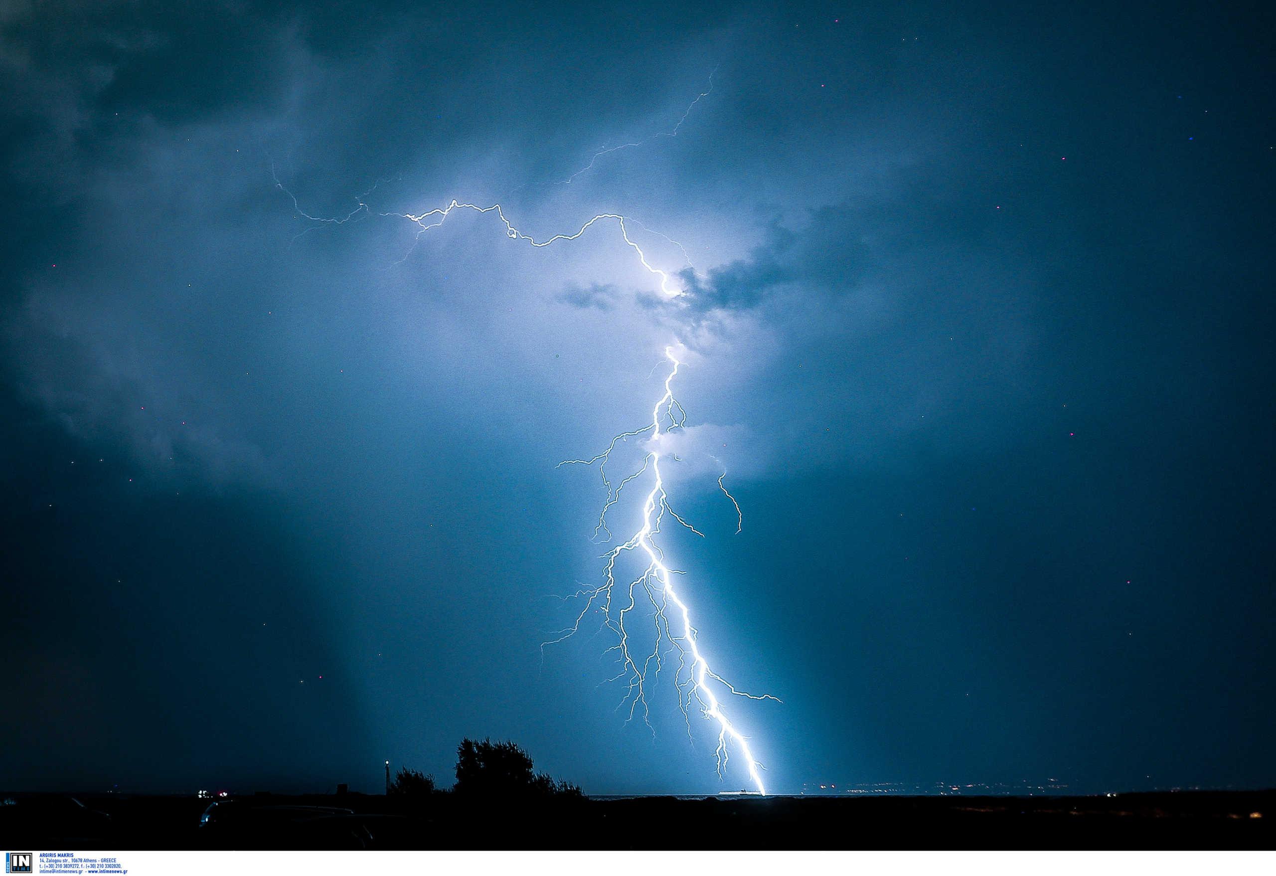 Ναύπλιο – Κακοκαιρία: Οι στιγμές που η νύχτα έγινε μέρα! Δυνατή βροχή όλη τη νύχτα στην πόλη (Βίντεο)