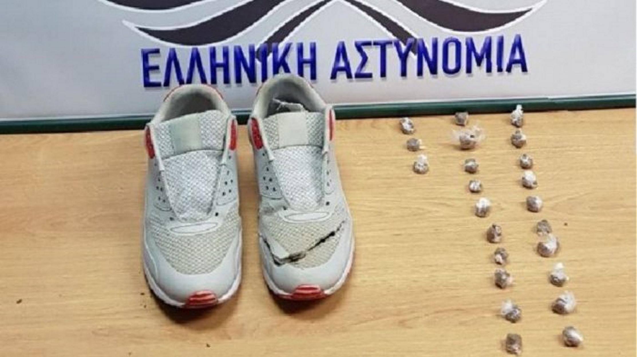 Αγρίνιο: Είχε την κοκαΐνη μέσα στο αθλητικό παπούτσι του (pics)