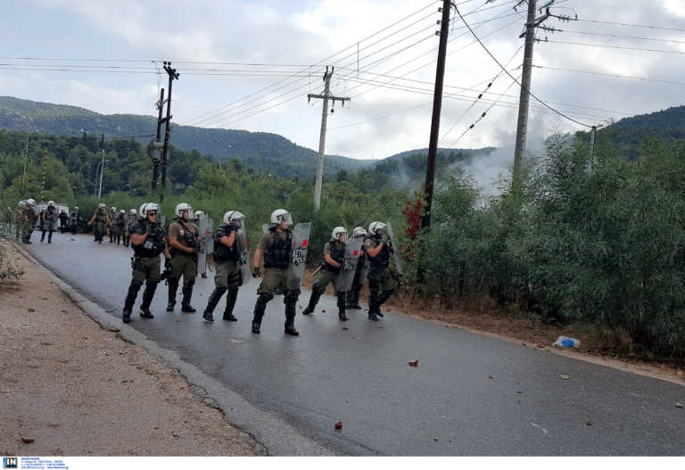 Ένταση και χημικά στη Μαλακάσα σε διαμαρτυρία κατά της δομής - Πέντε προσαγωγές, 6 αστυνομικοί τραυματίες
