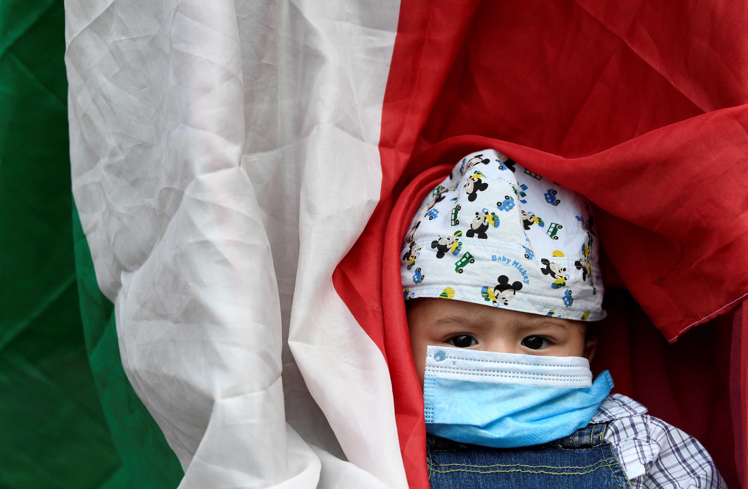Κορονοϊός: Μωρά και νήπια πιο μεταδοτικά από τους έφηβους – Τι αναφέρει νέα έρευνα