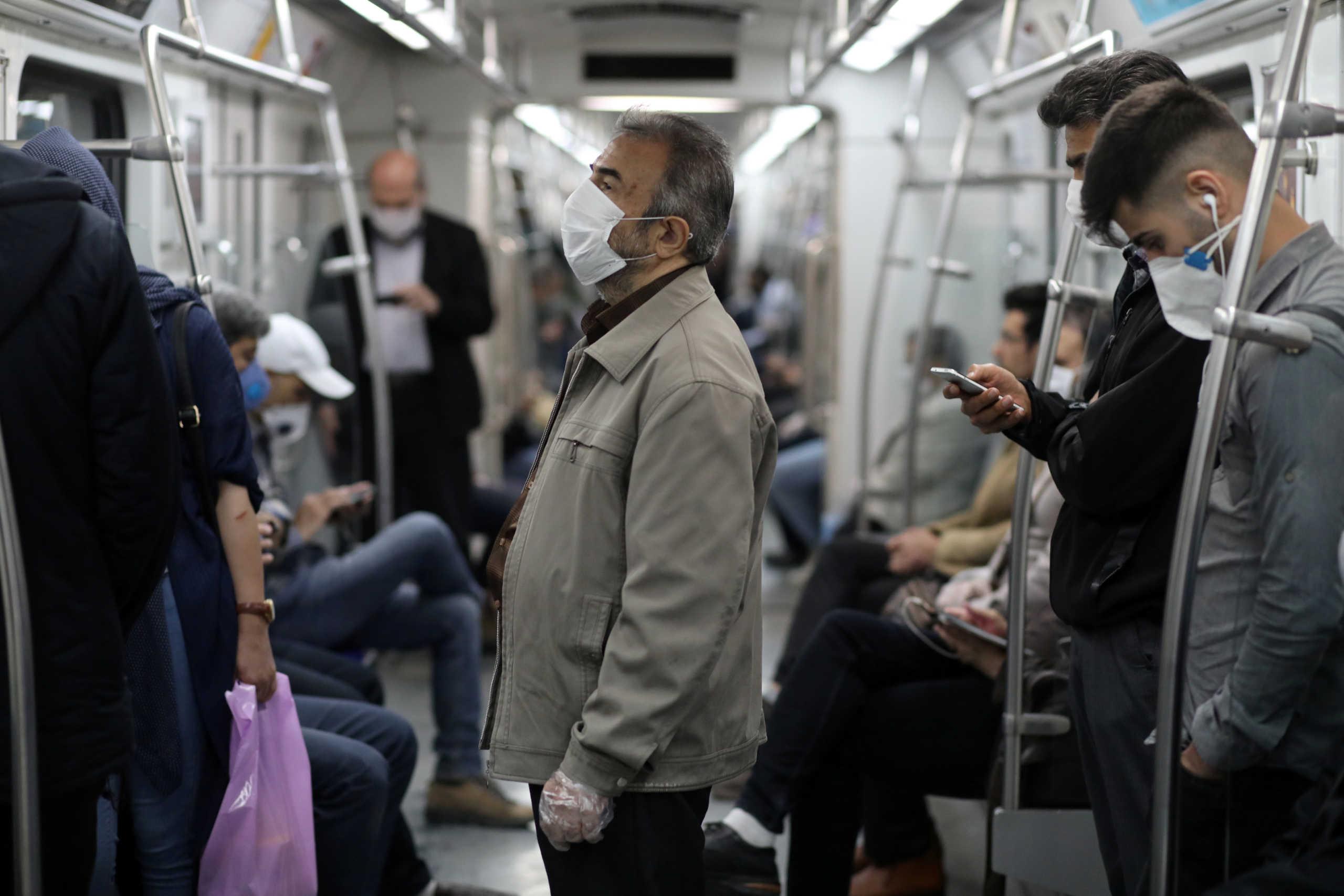 Βίντεο δείχνει… πολύ τρομακτικά γιατί πρέπει να φοράμε μάσκα στα Μέσα Μεταφοράς