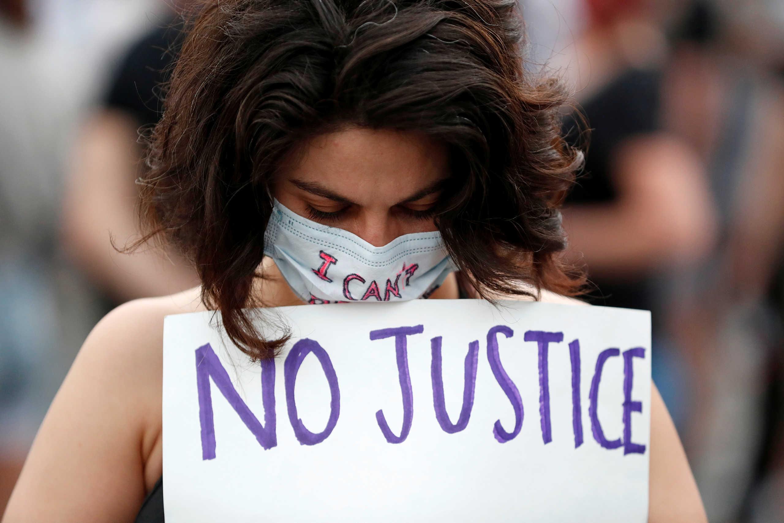 «Τους έχω ζήσει αυτούς τους ρατσιστές – τέρατα» – Ελληνίδα τραγουδίστρια ξεσπά για την δολοφονία Φλόιντ