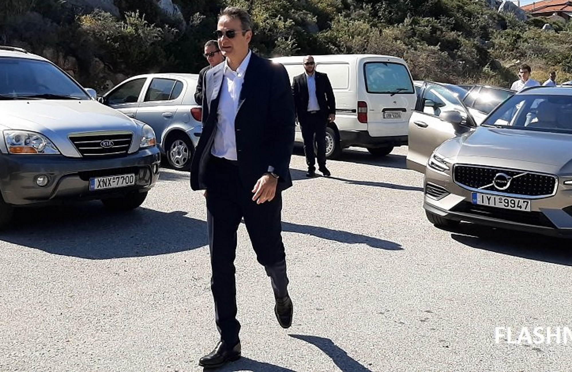 Χανιά: Συγκίνηση στο μνημόσυνο του Κωνσταντίνου Μητσοτάκη! Δίπλα στον πρωθυπουργό ο Μανούσος Γρυλλάκης(φωτο,βιντεο)