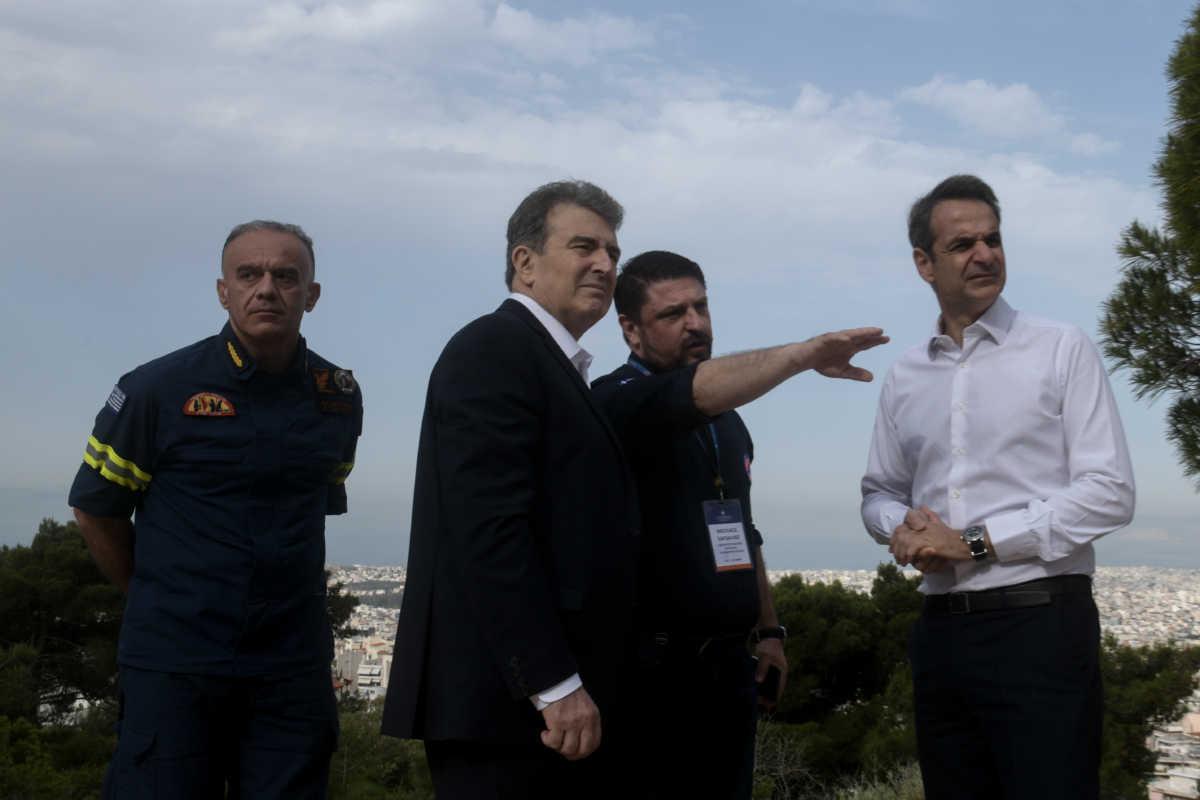 Πήρε τα βουνά ο Μητσοτάκης: Δεν τελειώσαμε με τον κορονοϊό, δεν είναι αντίσταση οι… πλατείες