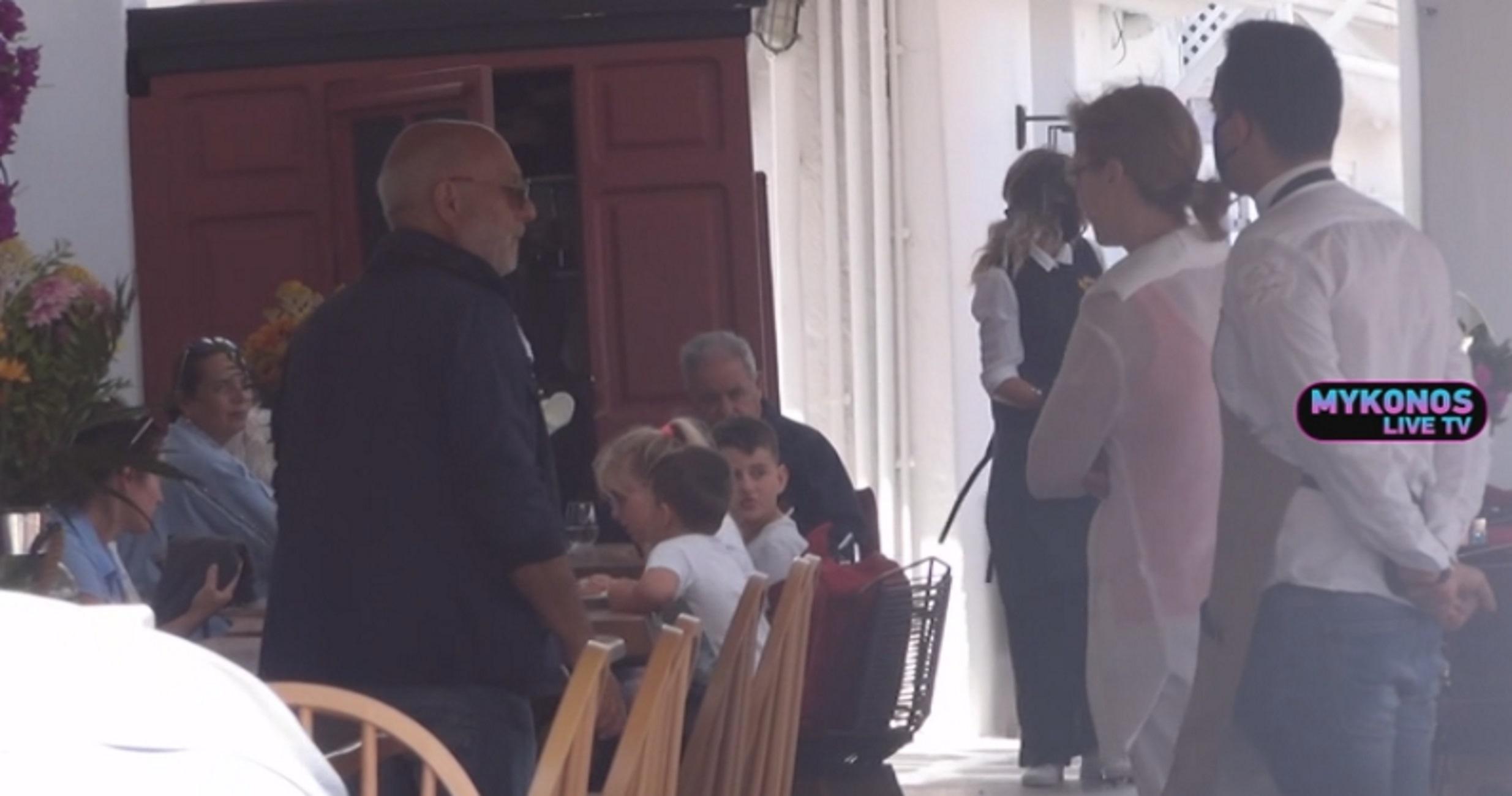 Μύκονος: Έτσι παίρνουν μπροστά οι μηχανές! Μέσα σε καταστήματα της Μικρής Βενετίας (Βίντεο)