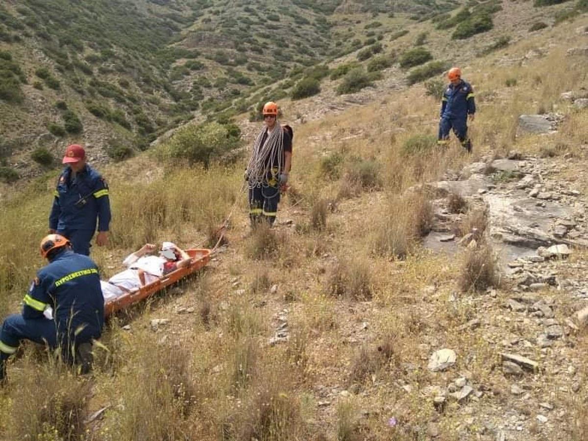 Έτσι έσωσαν τον 68χρονο ορειβάτη στη Λάρισα (pics)