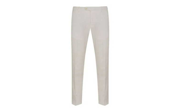 Λευκό παντελόνι τον χειμώνα; Ο Alessandro Squarzi σας δείχνει πως να το φορέσετε