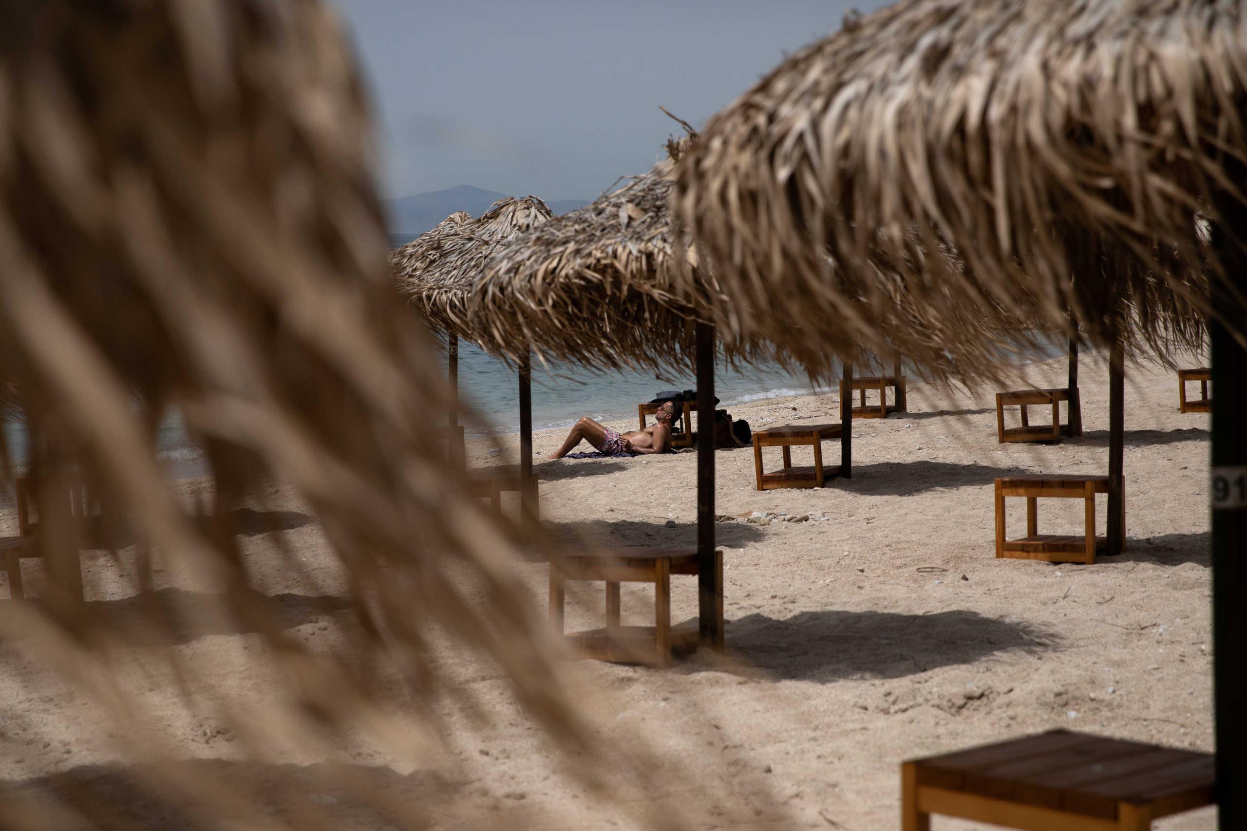 Μειώσεις ΦΠΑ σε εστίαση, ξενοδοχεία, αεροπορικά και ακτοπλοϊκά εισιτήρια