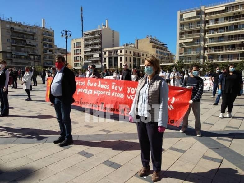 Πάτρα: Η συγκέντρωση για την Πρωτομαγιά, τα πανό και οι αποστάσεις ασφαλείας (Βίντεο)