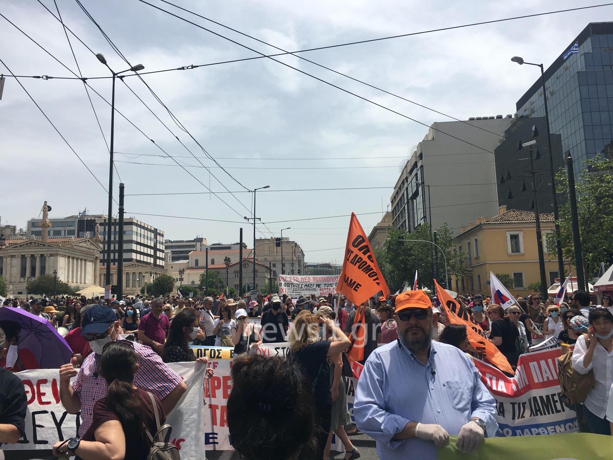 Πορεία εκπαιδευτικών στη Βουλή – Κλειστό όλο το κέντρο