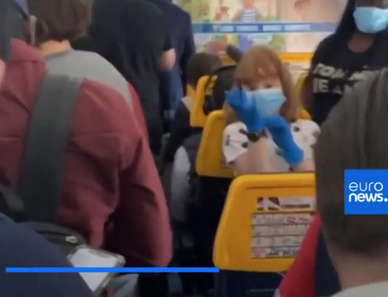 Πτήση κορονοϊού! Βίντεο σοκ από γεμάτο επιβάτες αεροπλάνο της Ryanair