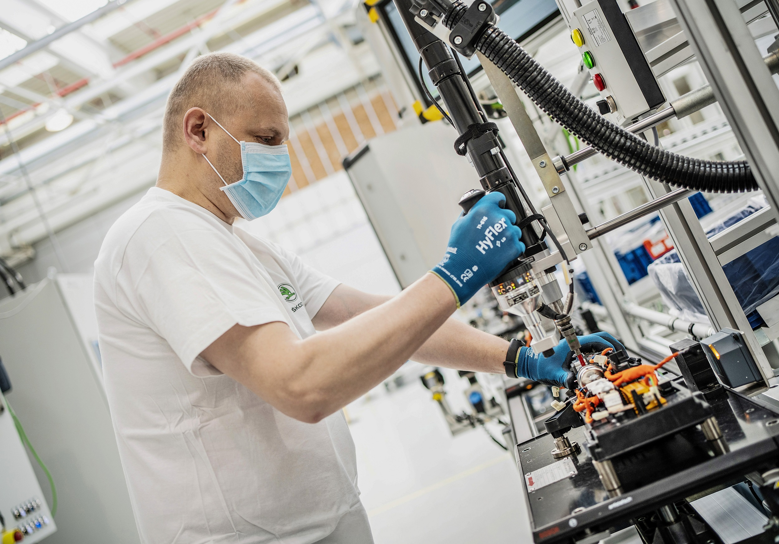 Skoda: Επανέναρξη παραγωγής μπαταριών υψηλής τάσης