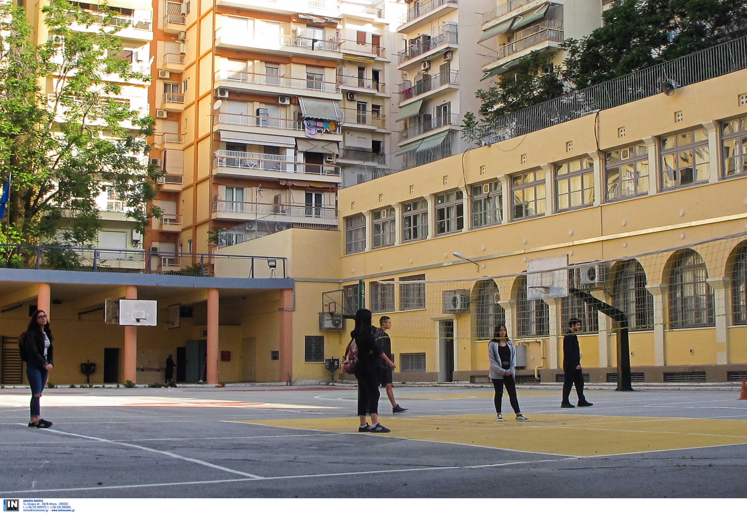 Θεσσαλονίκη: Μαχαίρωσαν νεαρό σε προαύλιο σχολείου μπροστά σε γονείς και παιδιά