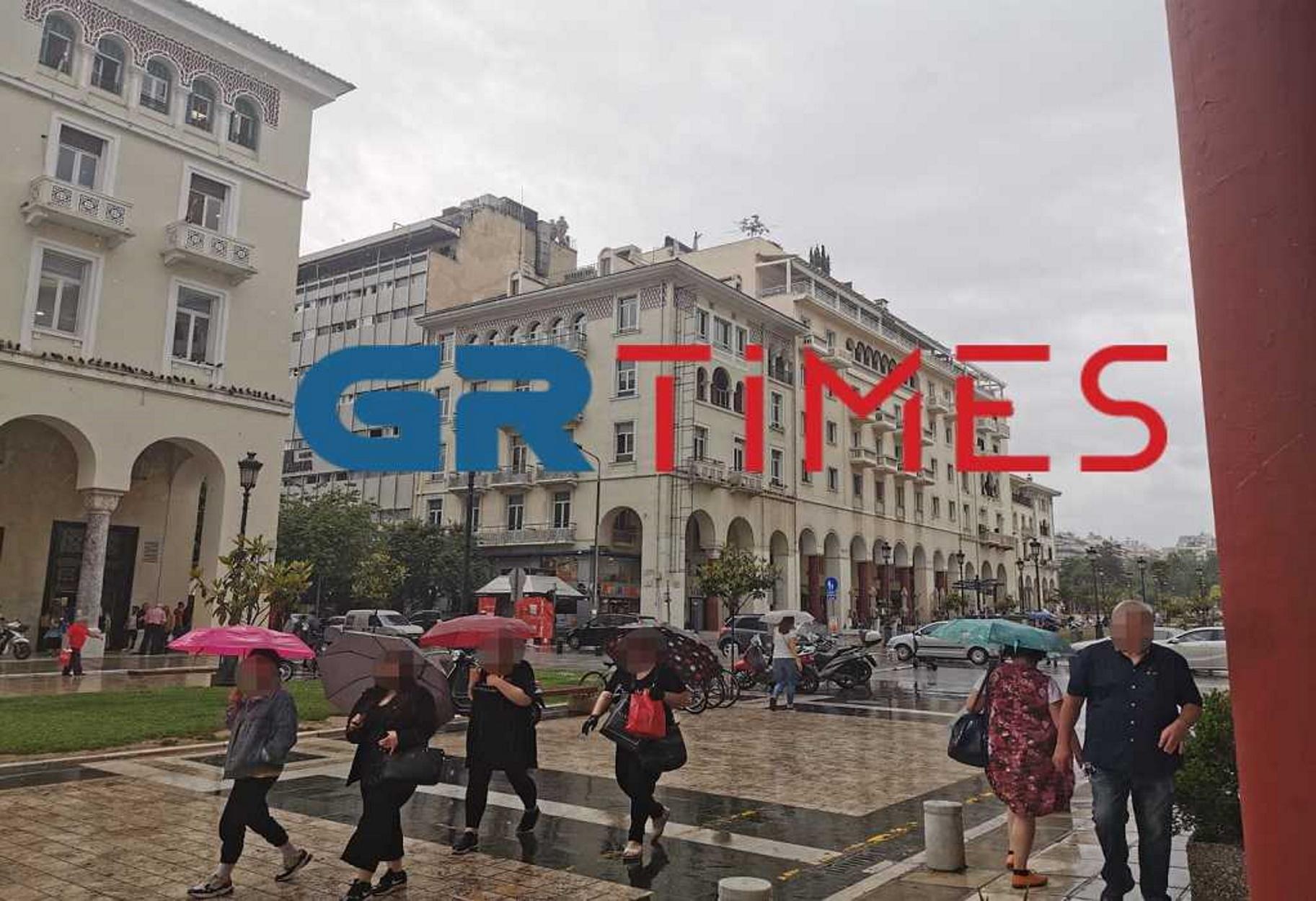 Άνοιξαν οι ουρανοί στη Θεσσαλονίκη – Μποτιλιάρισμα και δρόμοι ποτάμια .....