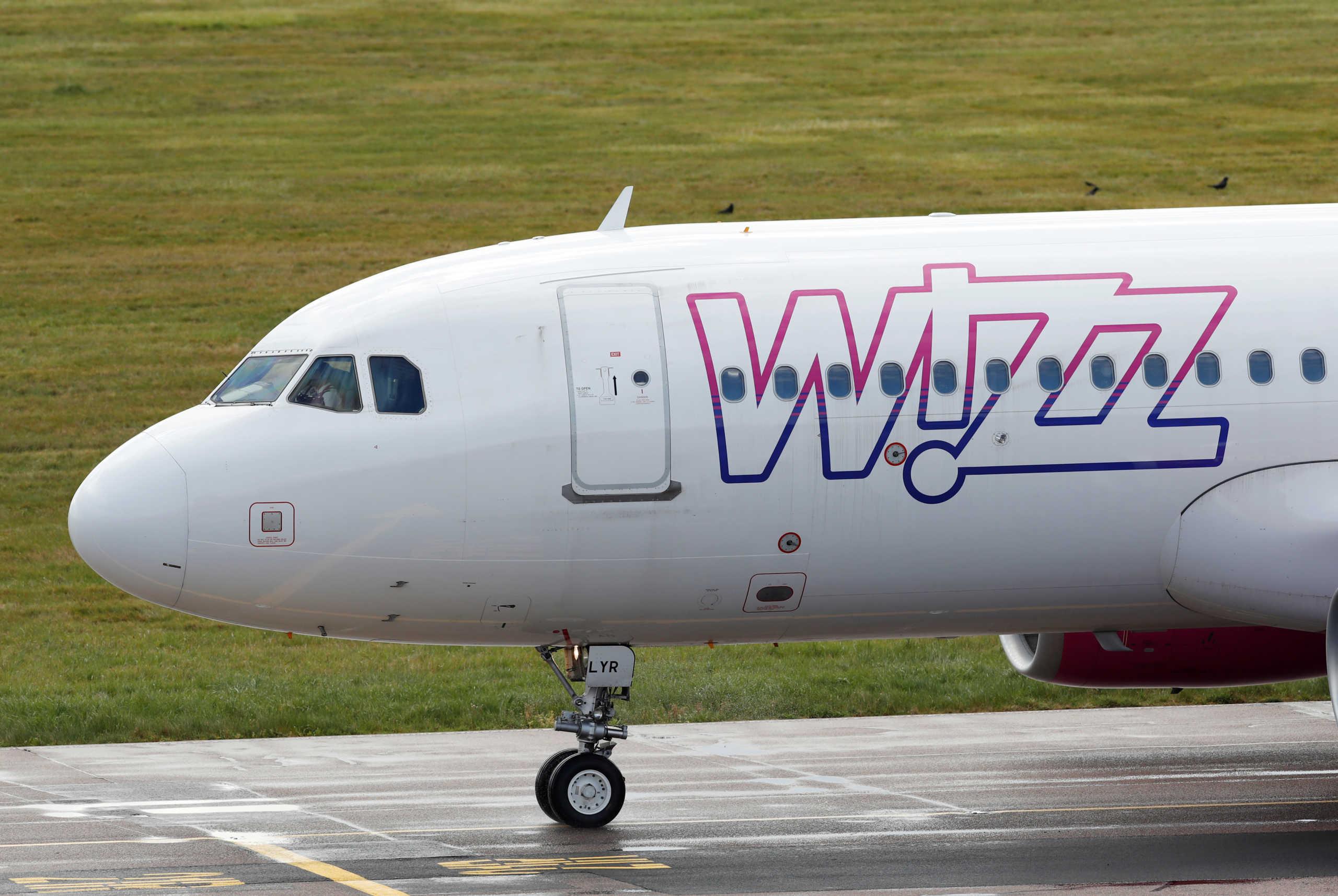 Οκτώ νεαροί Βρετανοί θετικοί στον κορονοϊό σε πτήση της Wizz Air από την Κρήτη
