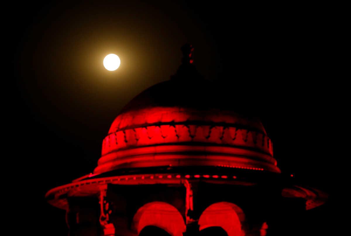 Υπερπανσέληνος… κινηματογραφική! Δέος από τις συγκλονιστικές εικόνες σε όλο τον κόσμο