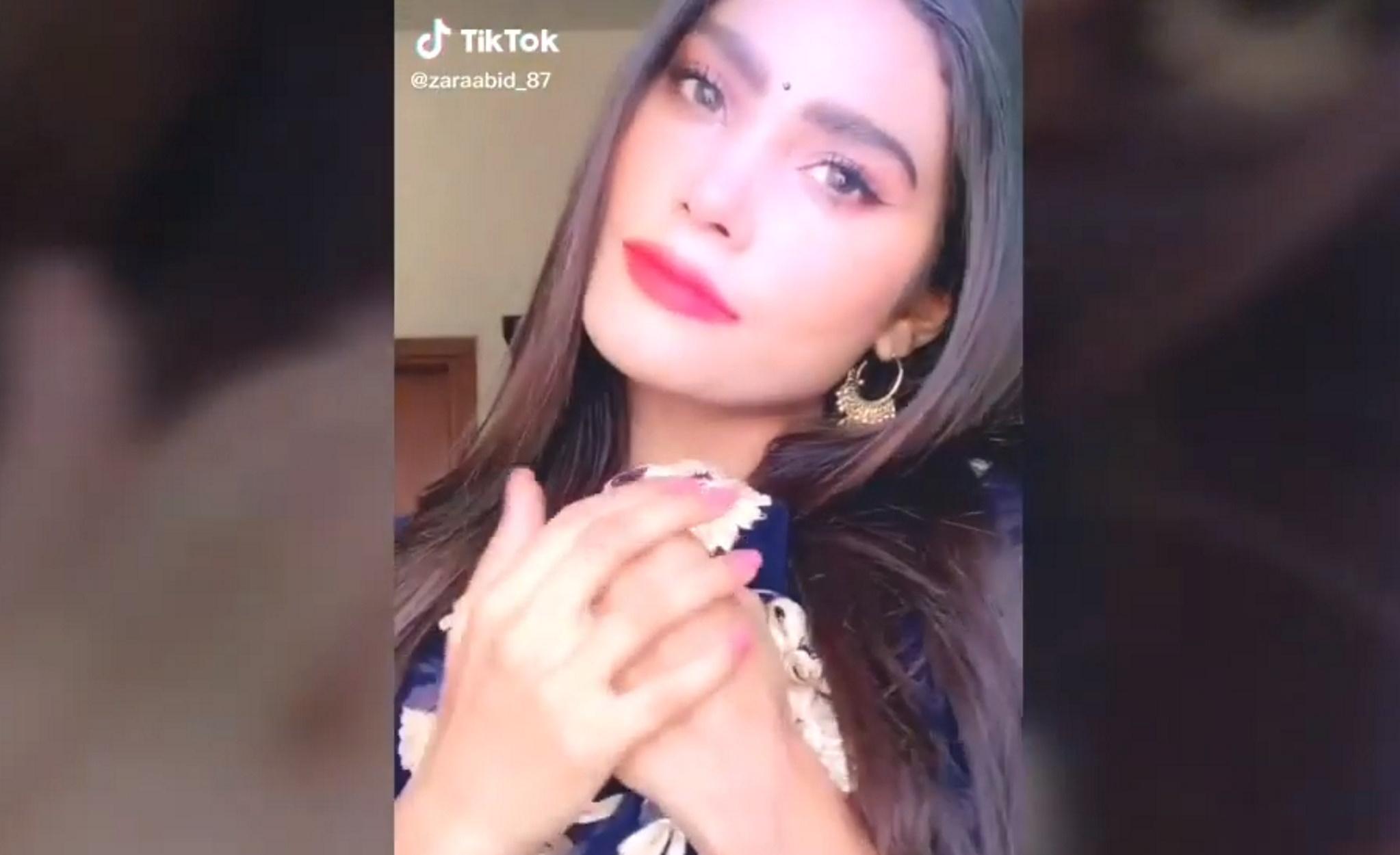 """Πακιστάν: Η διάσημη καλλονή Ζάρα Αμπίντ """"ανάμεσα στους νεκρούς της αεροπορικής τραγωδίας"""" (pics, video)"""