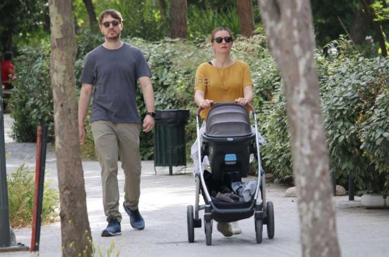 Μάρκος Κατσίμης: Οι βόλτες του γιου της Έλλης Στάη με τη σύζυγό του και τον γιο τους!
