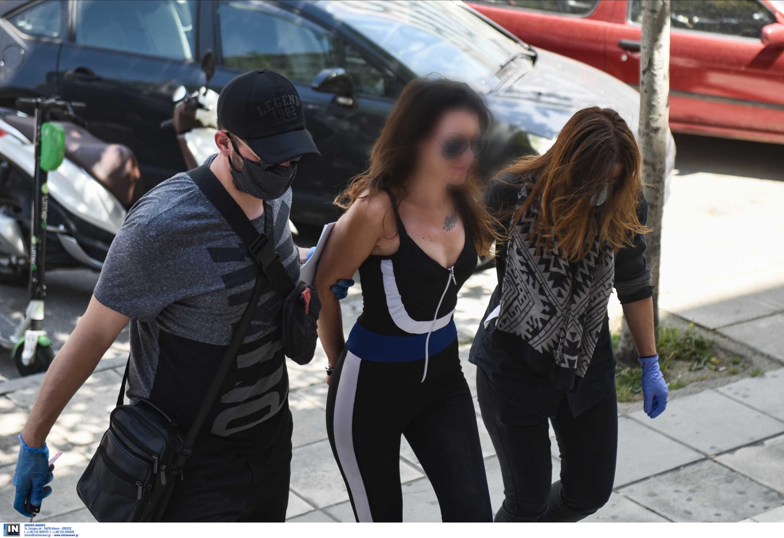 """Θεσσαλονίκη: Χαμός με την """"παρουσιάστρια"""" σε έλεγχο της αστυνομίας! Η δίωξη του εισαγγελέα"""