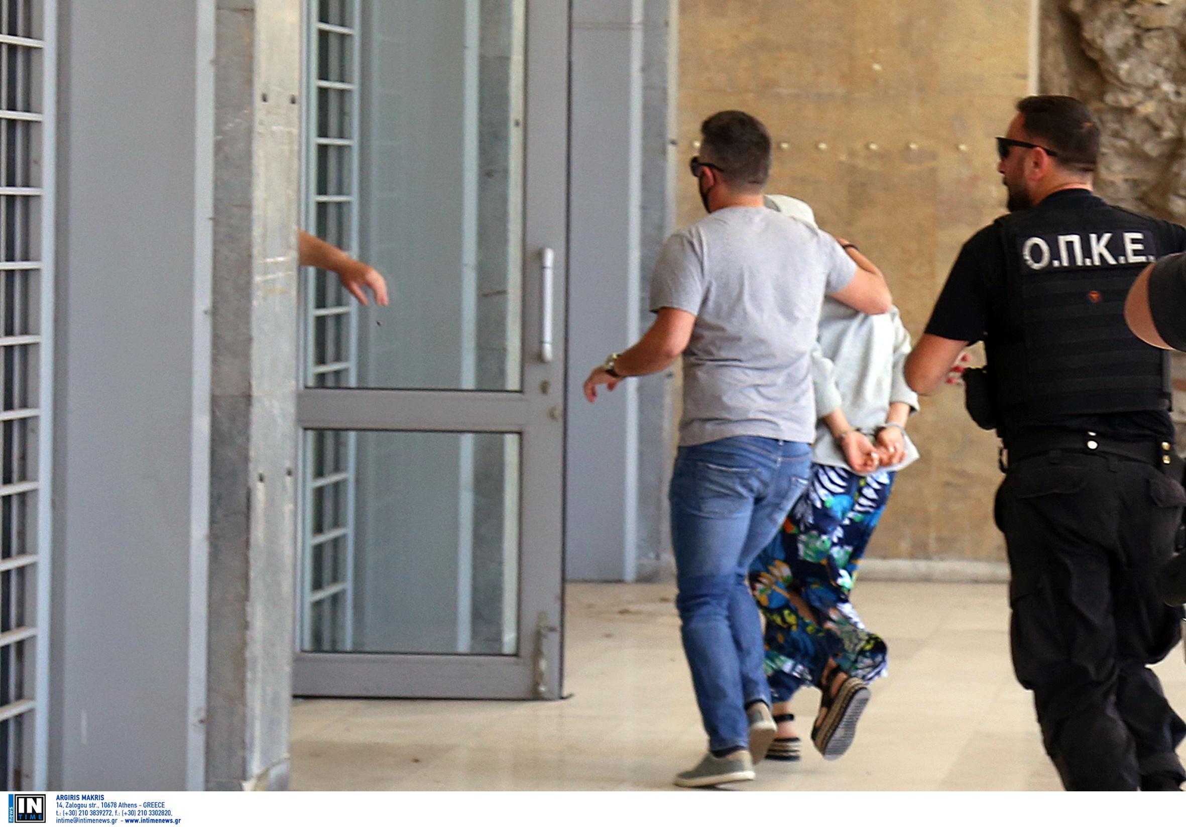 Απολογείται η 33χρονη για τη Μαρκέλλα – Τσακωμός δικηγόρων για τον εξωδικαστικό συμβιβασμό