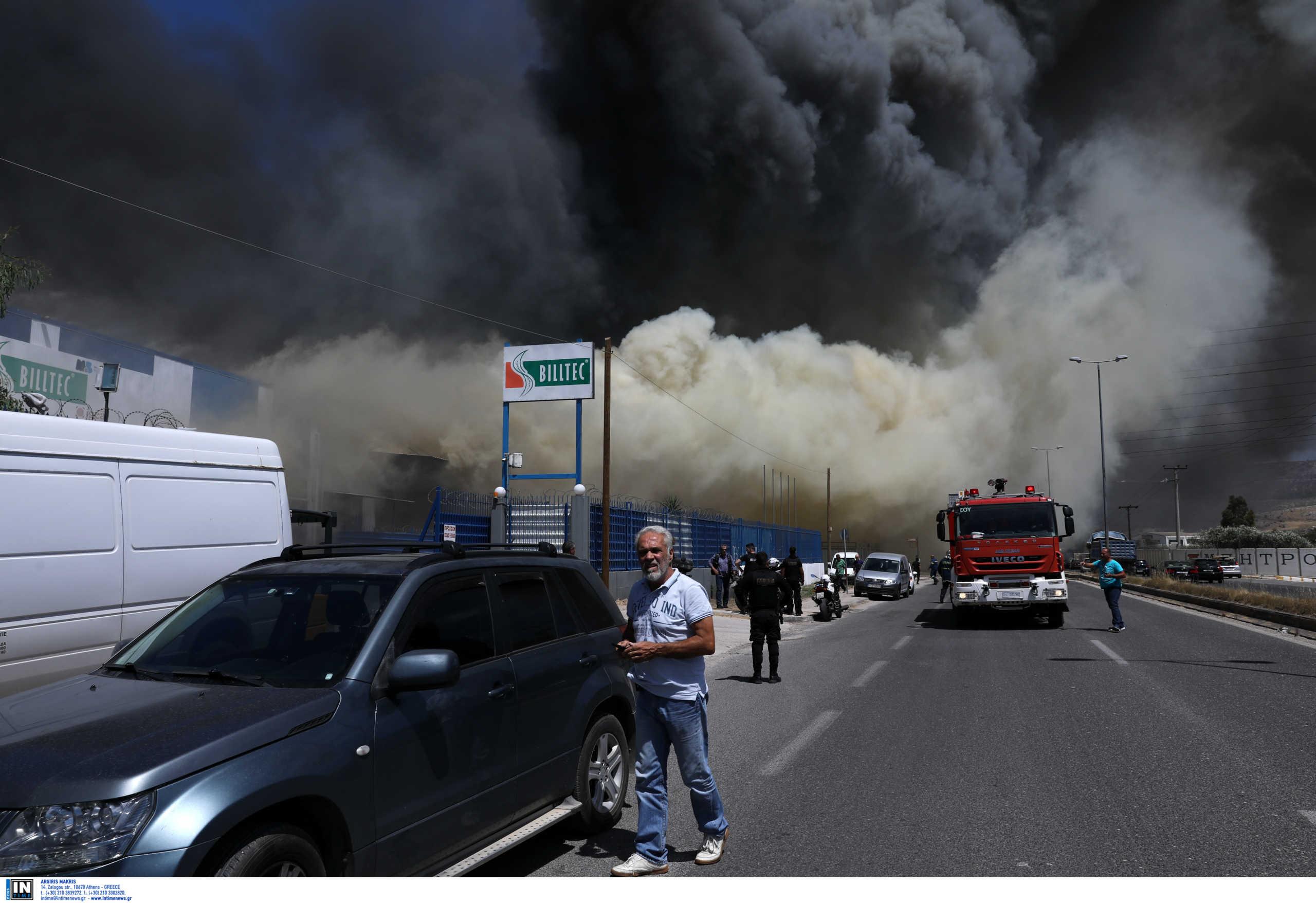 Ασπρόπυργος: Κόλαση φωτιάς σε εργοστάσιο – Συγκλονιστικές φωτογραφίες!