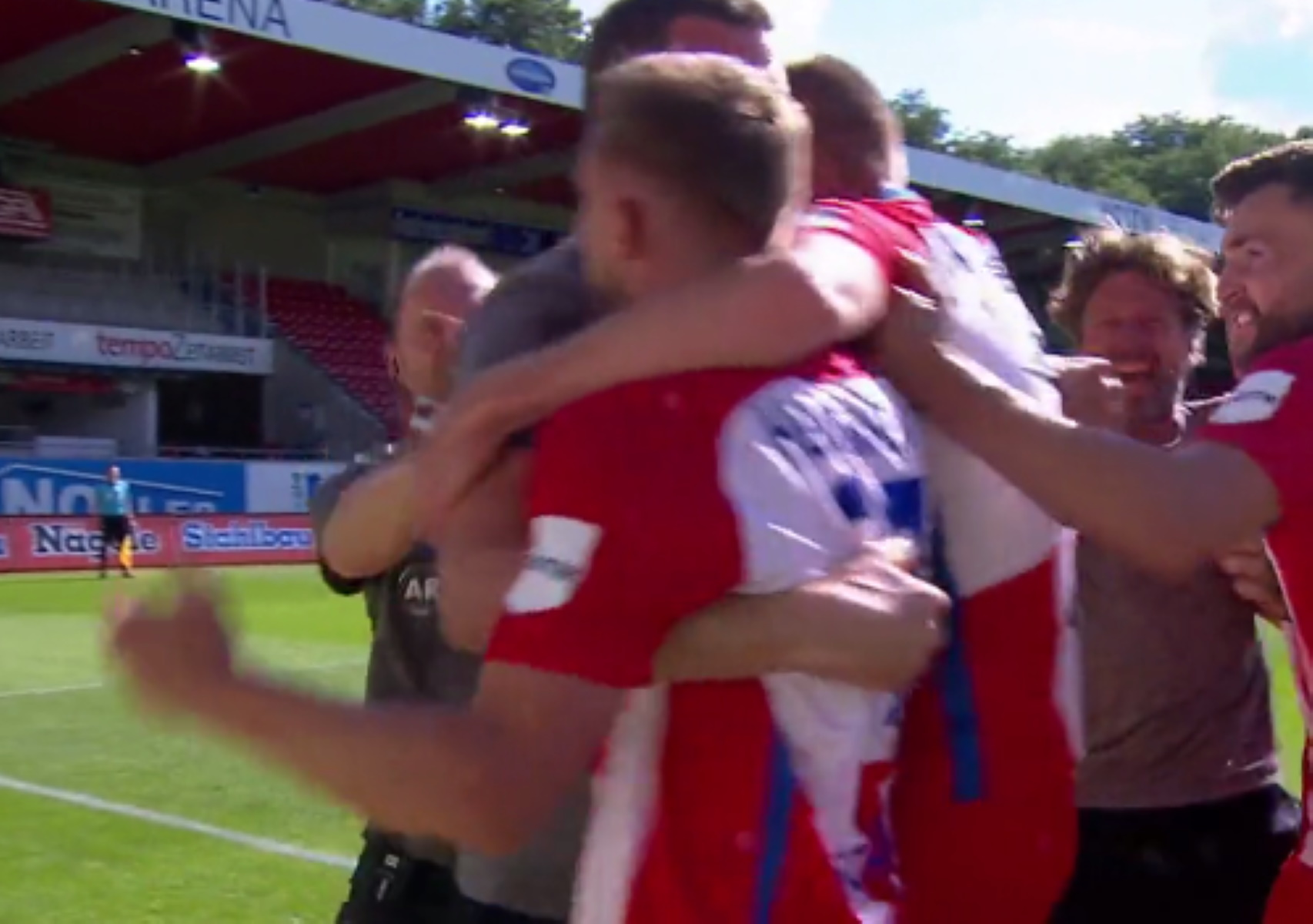 Το Αμβούργο έζησε το απόλυτο… δράμα τη στιγμή που η Στουτγκάρδη επέστρεψε στην Bundesliga (video)