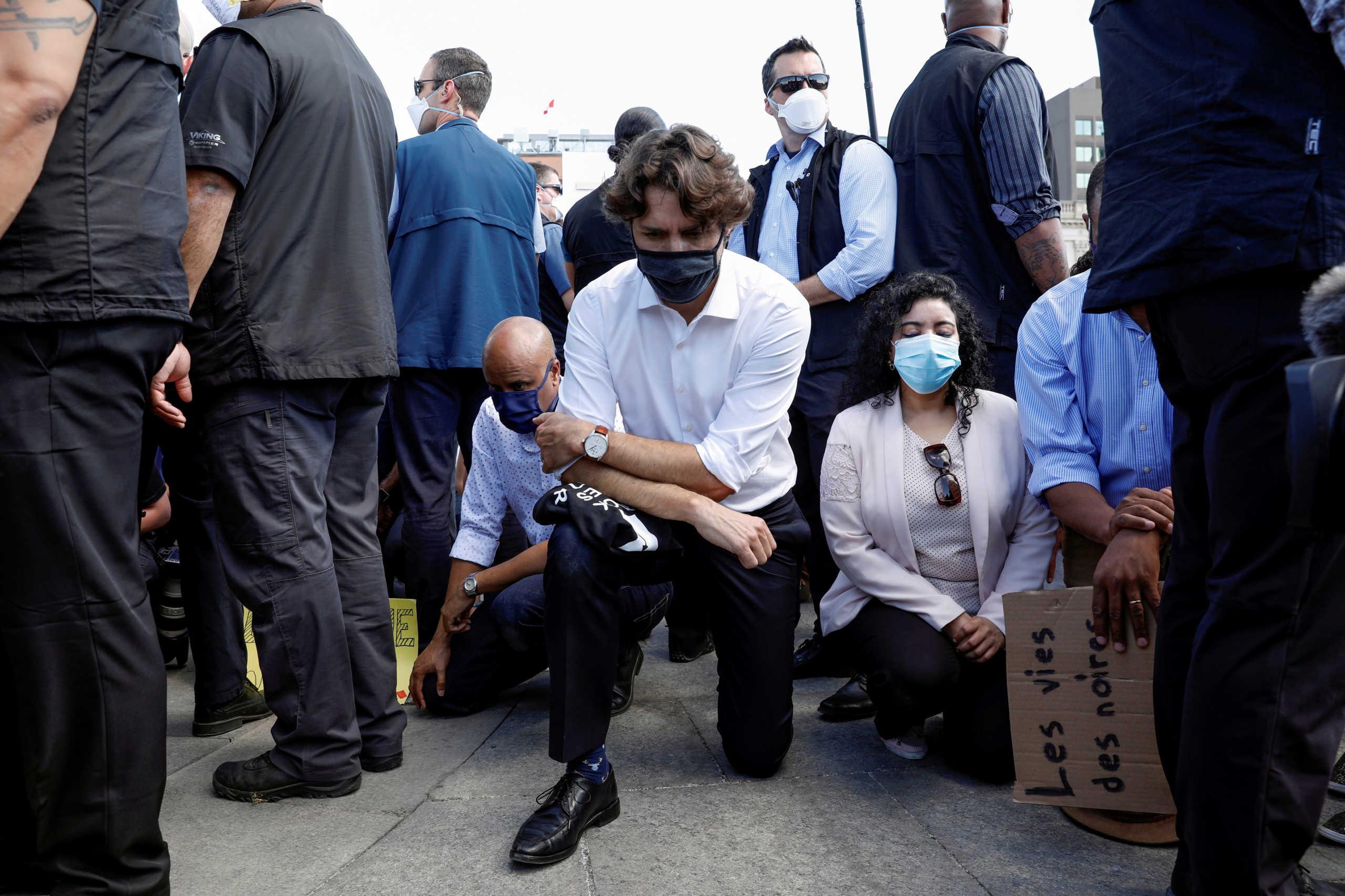 Τζορτζ Φλόιντ: Ο Τζάστιν Τριντό γονάτισε σε διαδήλωση κατά του ρατσισμού (pic, video)