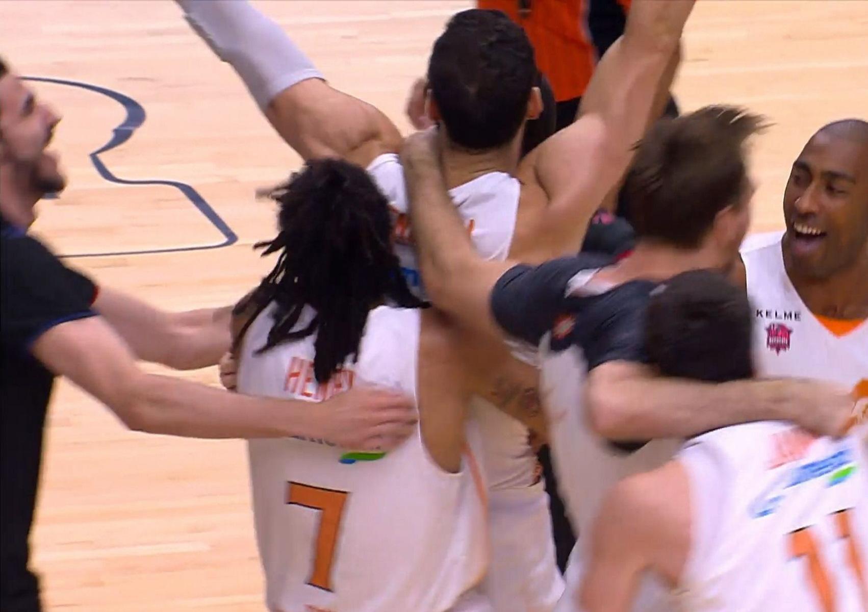 """Η Μπασκόνια πρωταθλήτρια Ισπανίας μετά από 10 χρόνια με νίκη """"θρίλερ"""" επί της Μπαρτσελόνα"""
