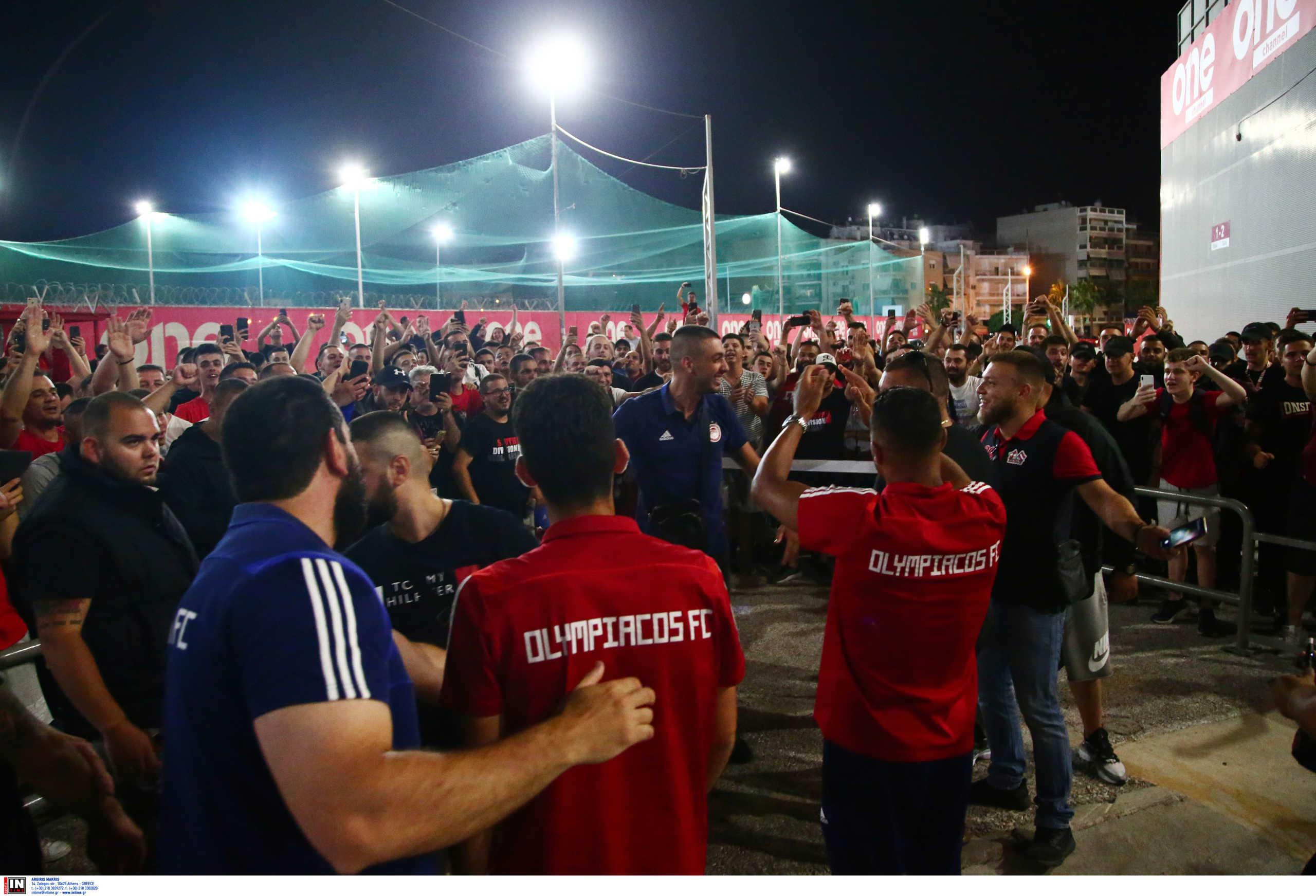 Ολυμπιακός: Οργάνωσε… εξέδρα ο Βαλμπουενά! Τα λόγια του Φορτούνη στους οπαδούς (video)