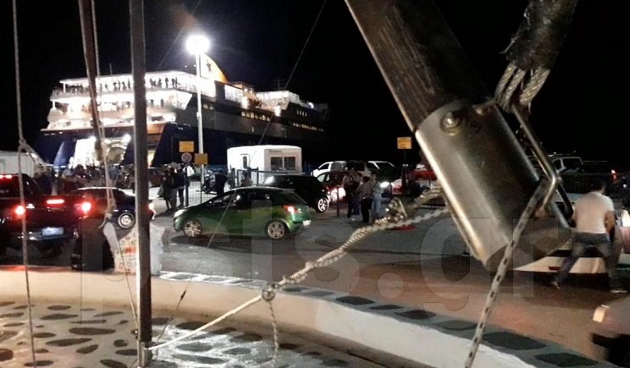 """Πάρος: Φουλ τουριστική κίνηση στο λιμάνι  – """"Ζωηρεύει"""" το νησί (video)"""