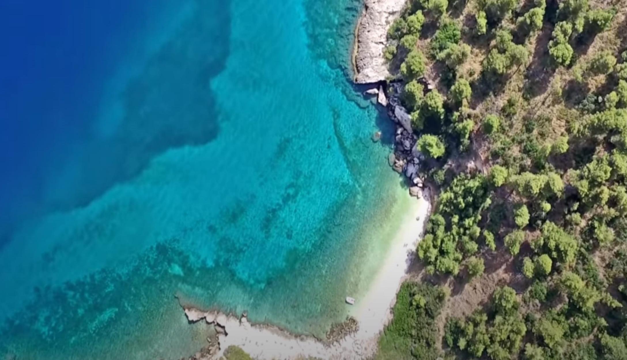 Οι κρυφές και άγνωστες παραλίες της Αττικής – Ποιες έχουν γαλάζια σημαία