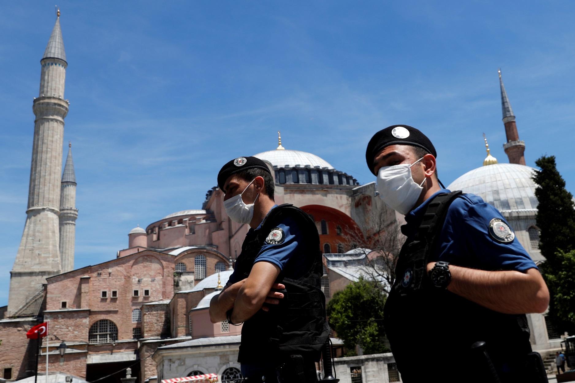 """Τουρκία: Συλλήψεις 149 """"Γκιουλενιστών"""" – Χειροπέδες σε στρατιωτικούς και δικαστές"""
