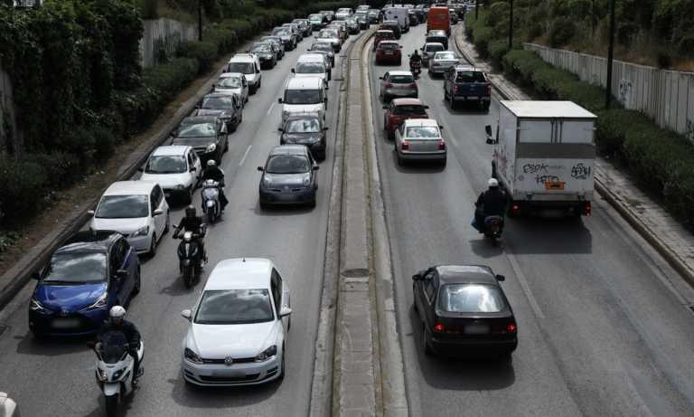 Κορονοϊός: Αγοράζουν παμπάλαια αυτοκίνητα οι Ευρωπαίοι για να μην μπαίνουν στα μέσα μεταφοράς