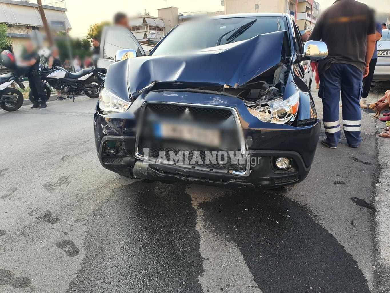 Λαμία: Δυνατή σύγκρουση αυτοκινήτου με οικογένεια