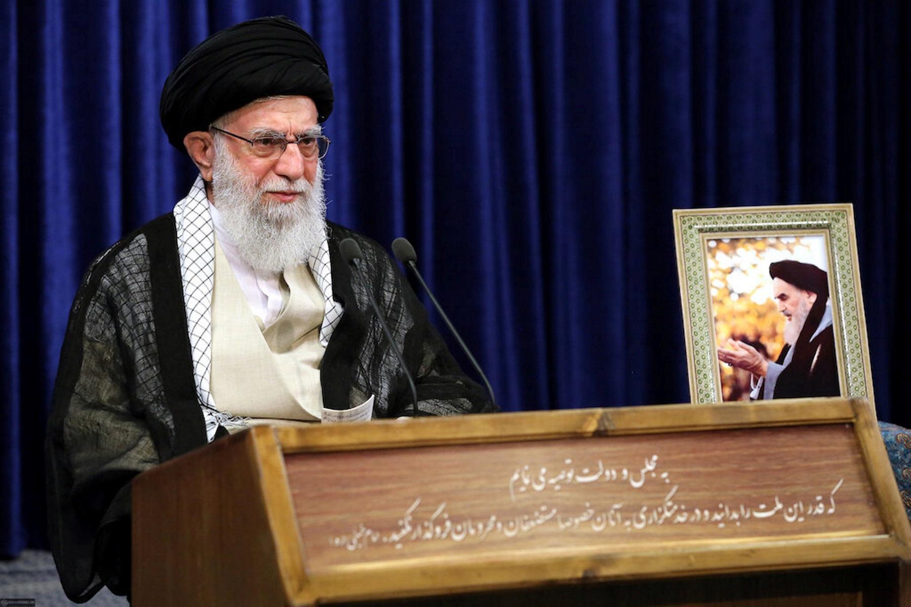 Ιράν: Ηχηρό «άδειασμα» του ΥΠΕΞ Ζαρίφ από τον ανώτατο θρησκευτικό ηγέτη Χαμενεΐ
