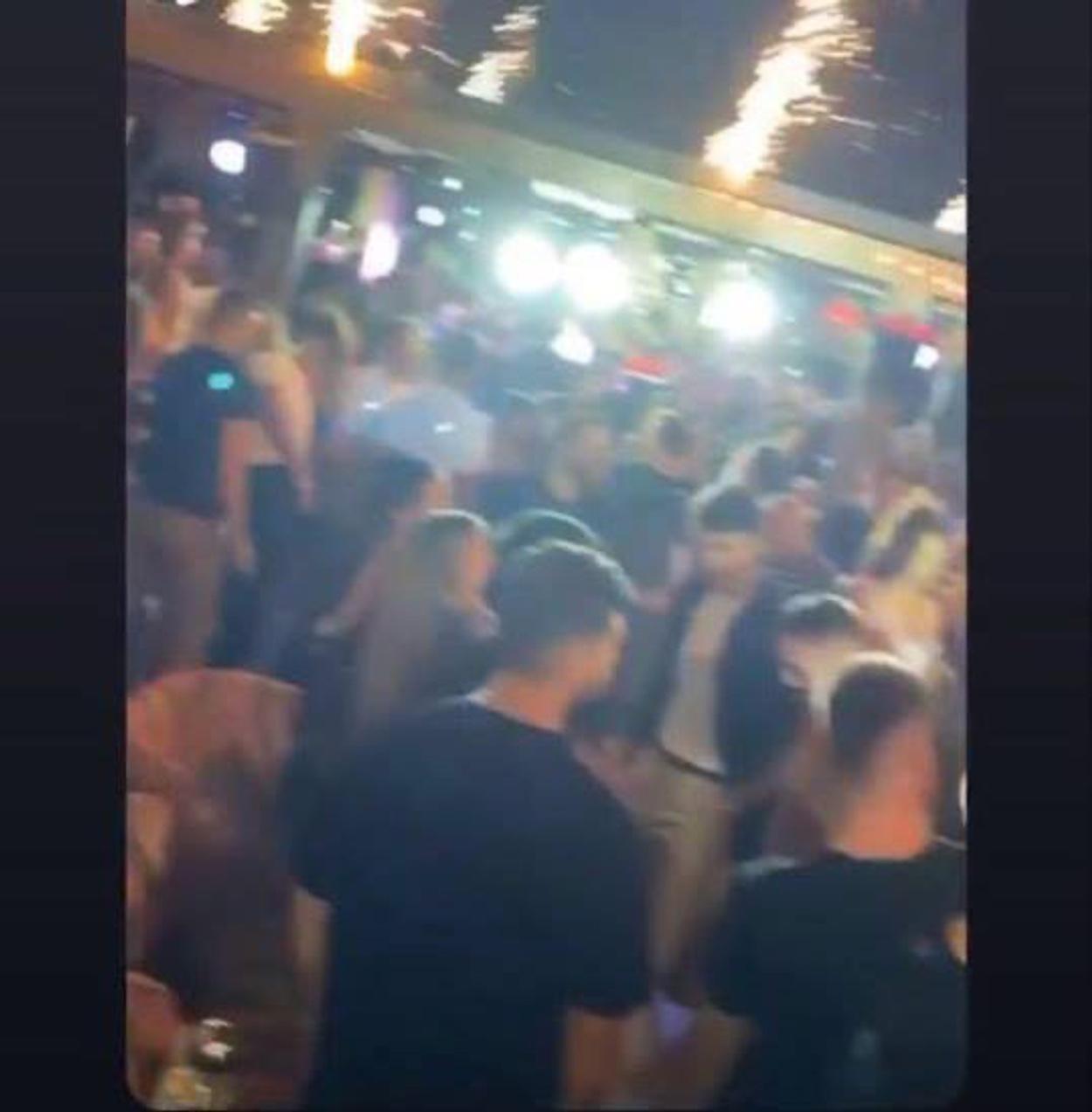 Λουκέτο δυο μηνών και πρόστιμο 20.000 ευρώ στο μπαρ για το πάρτι συνωστισμού στον Άλιμο