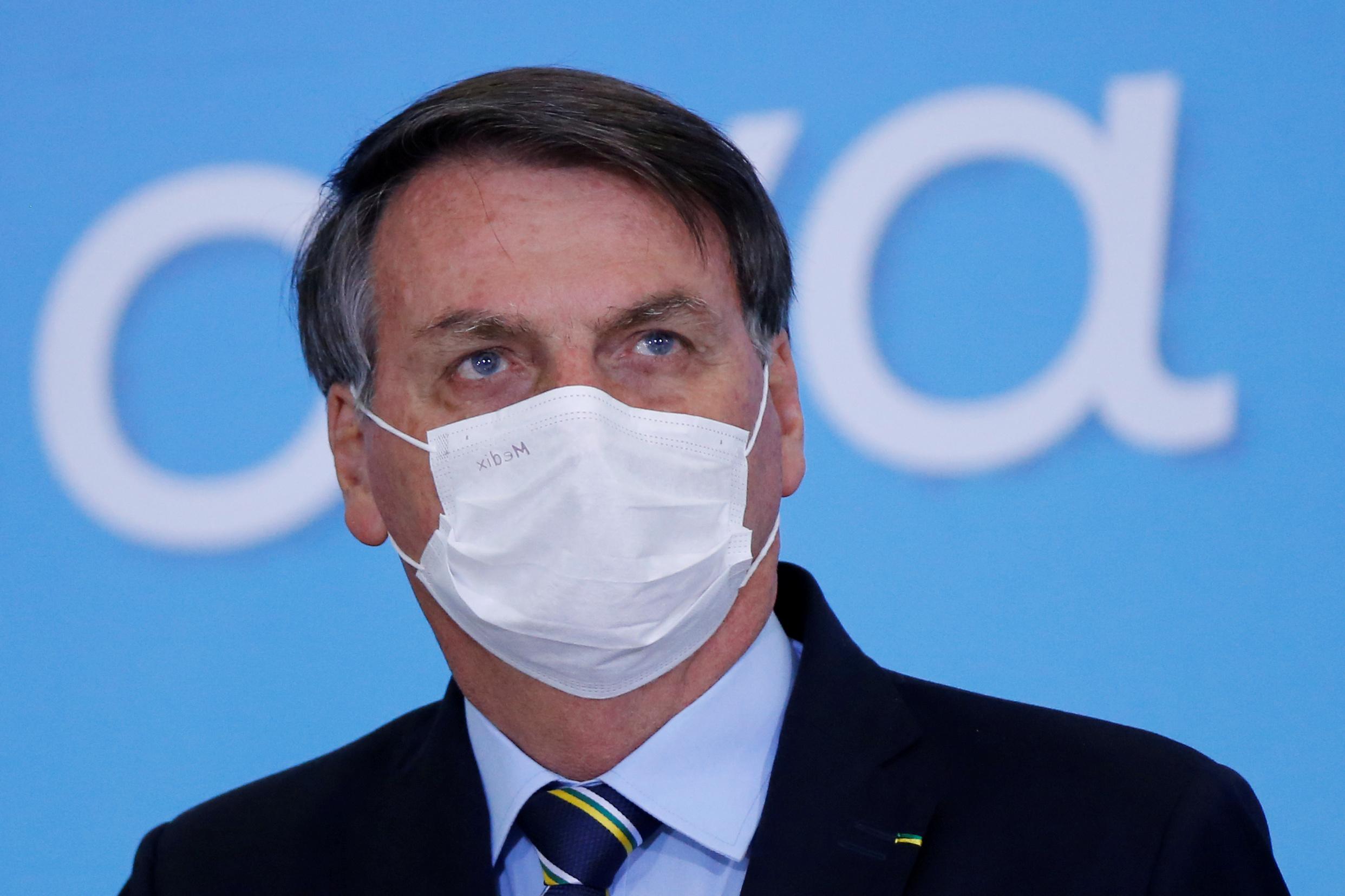 Μάσκα με το ζόρι θα φορά ο Μπολσονάρο – Η απόφαση του δικαστηρίου