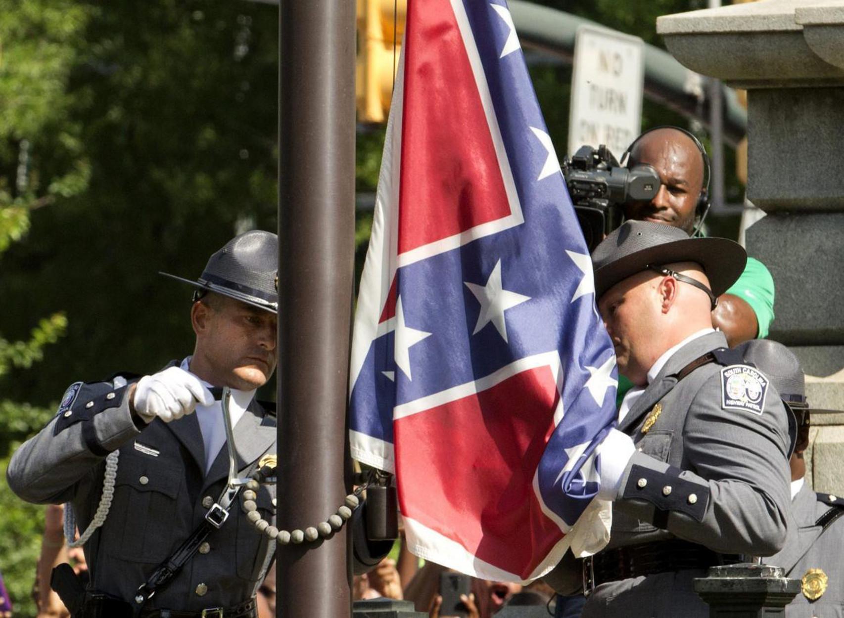"""ΗΠΑ: Το Πολεμικό Ναυτικό απαγορεύει τις σημαίες των """"νοτίων"""" στους χώρους του"""