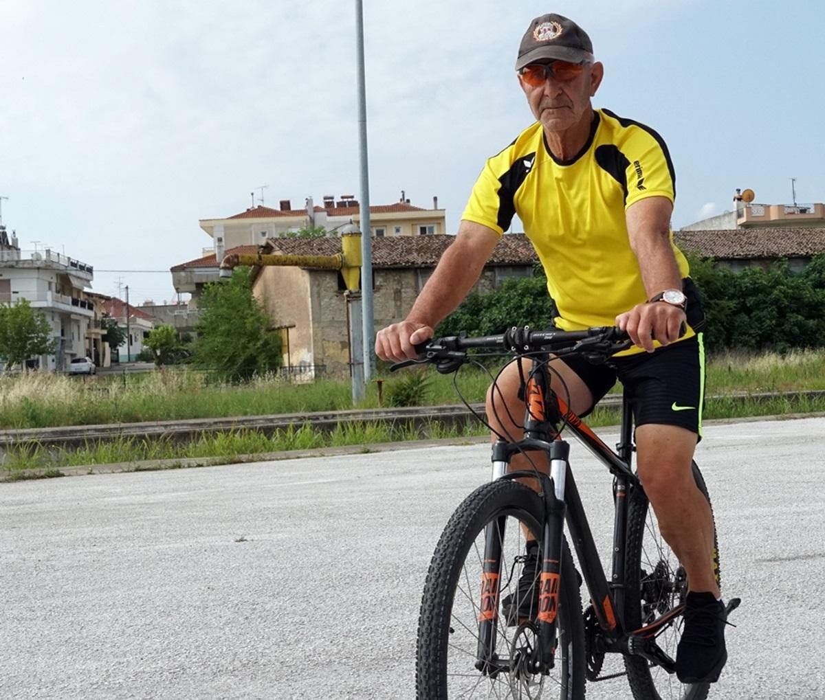 Δράμα: Αυτός ο 75χρονος διανύει πάνω από 100 χιλιόμετρα τη μέρα με το ποδήλατό του (pics)