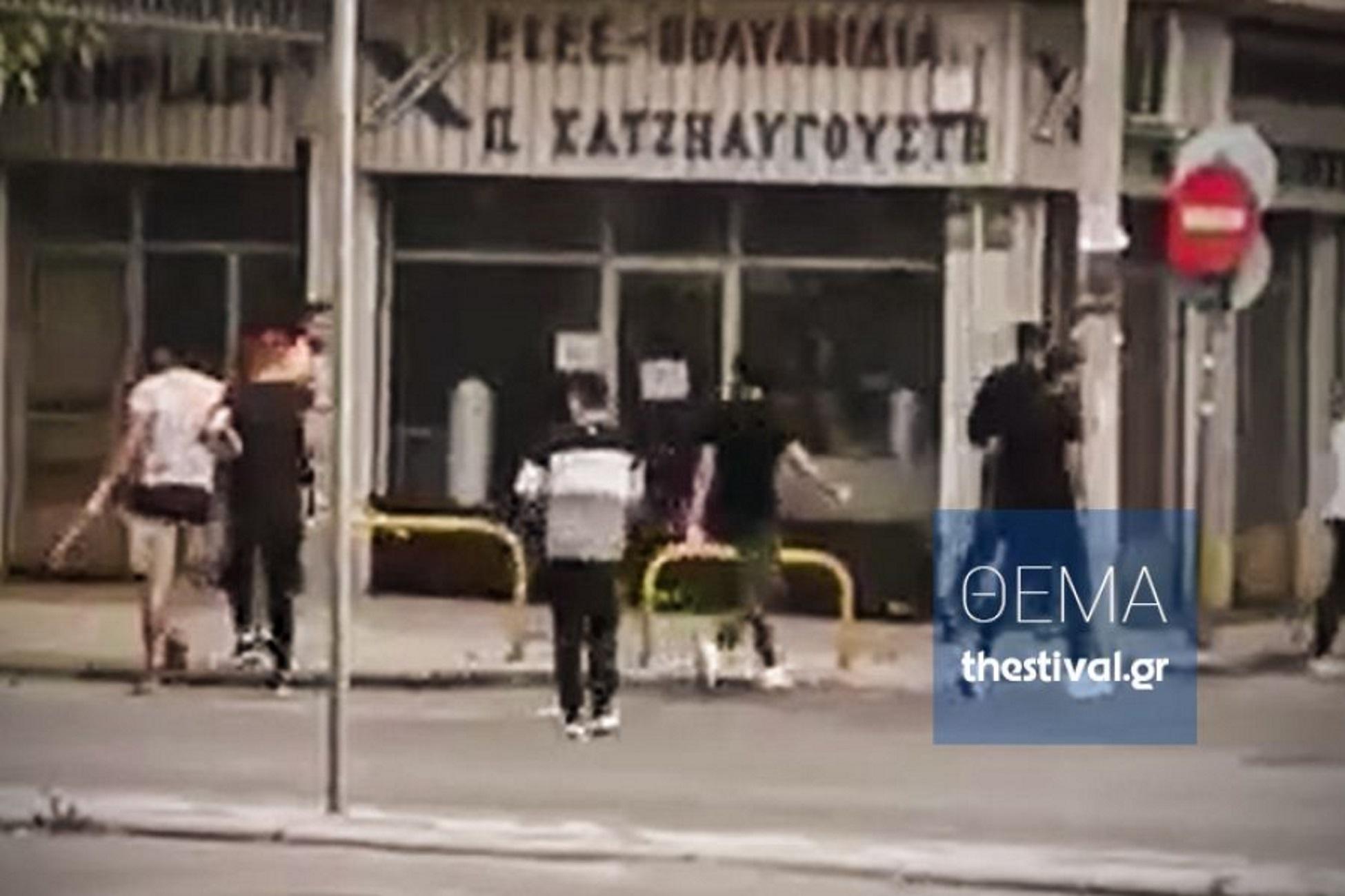 Θεσσαλονίκη: Επίθεση μίσους με ξύλινα ραβδιά σε Πακιστανό! Σκληρές εικόνες στο βίντεο ντοκουμέντο