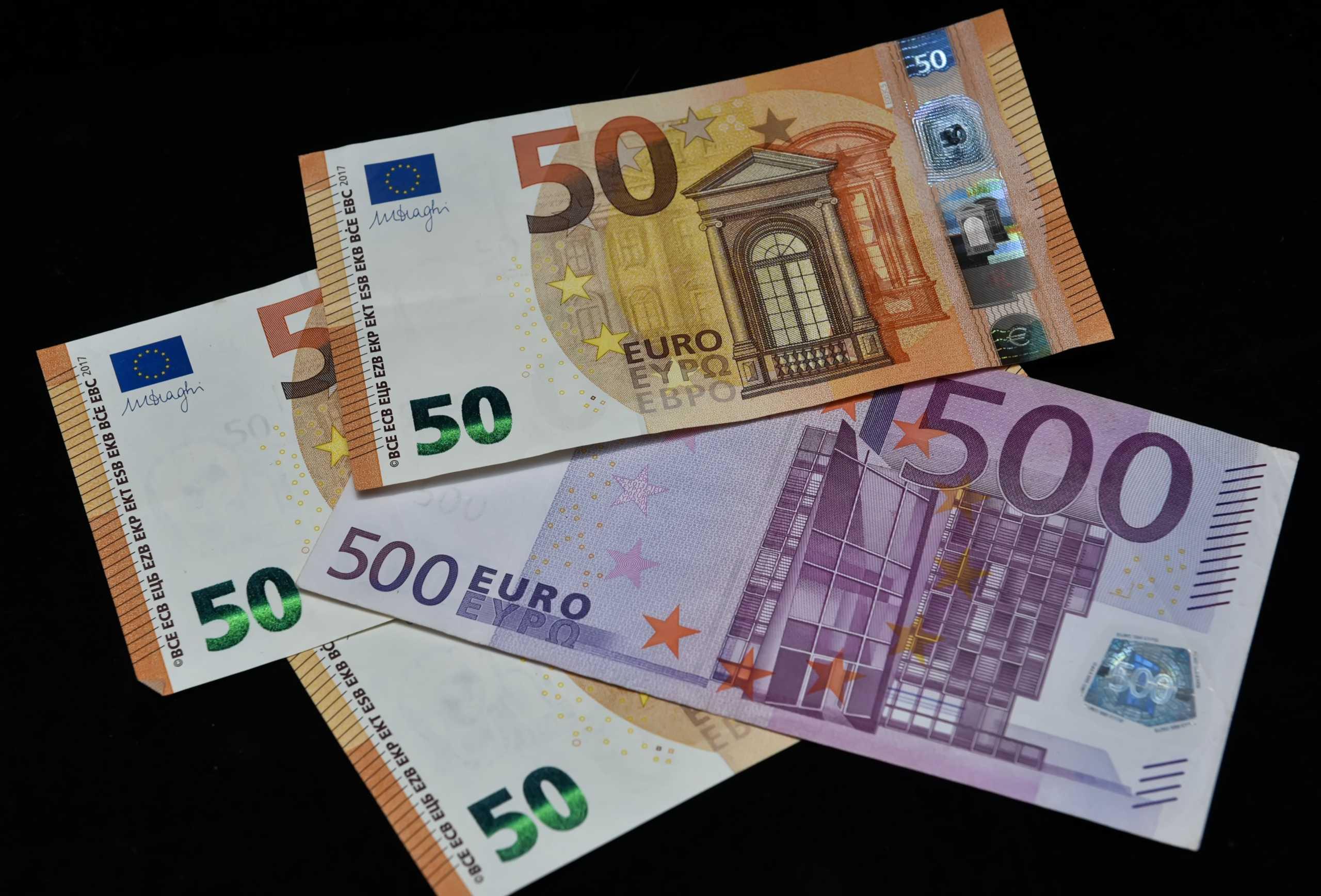 """Η εκδοχή της φίλης που κατηγορείται ότι """"βούτηξε"""" 300.000 ευρώ από την κολλητή της"""