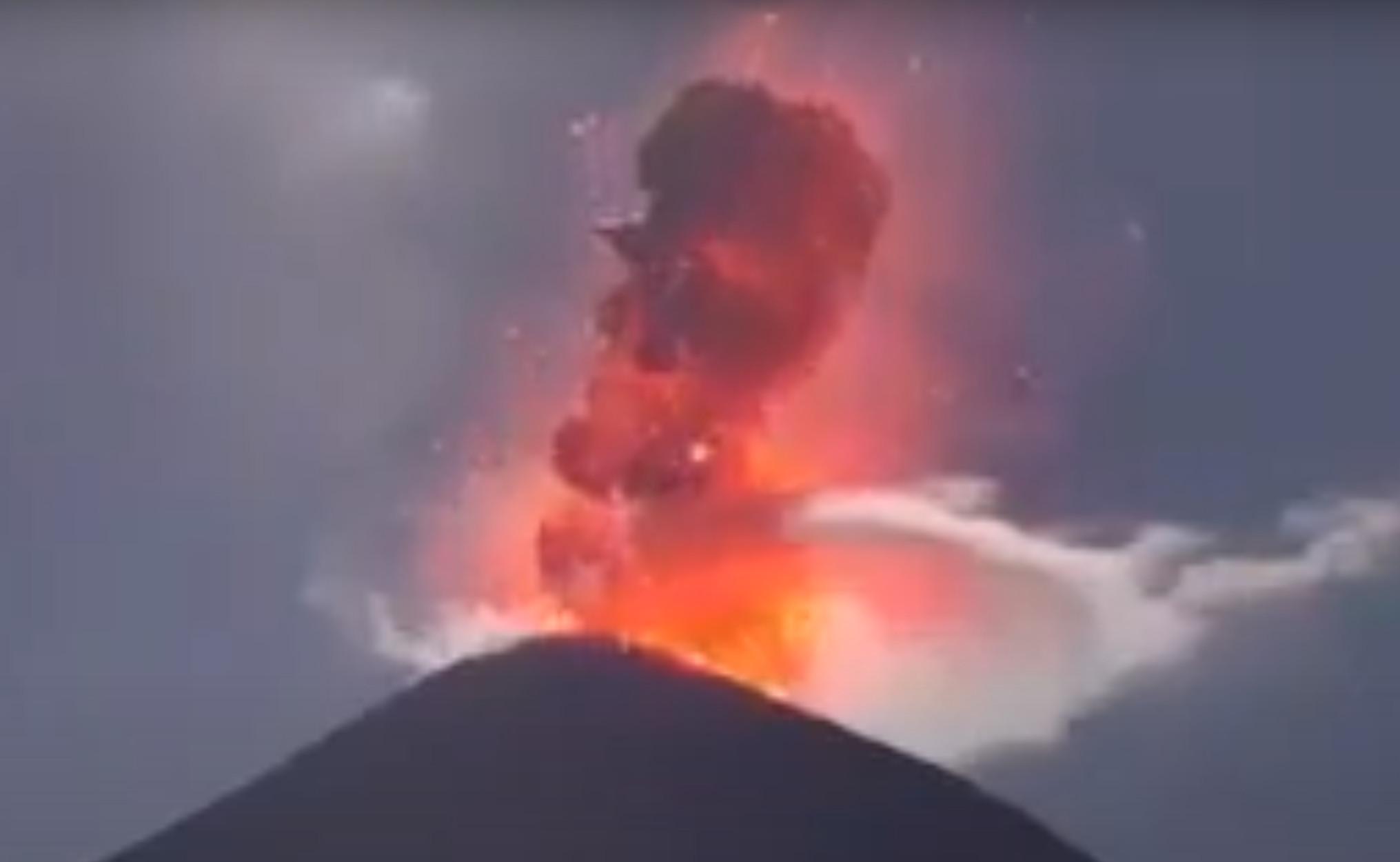 """Εκουαδόρ: Πόλεις """"θαμμένες"""" στη στάχτη από την έκρηξη του ηφαιστείου Sangay (video)"""