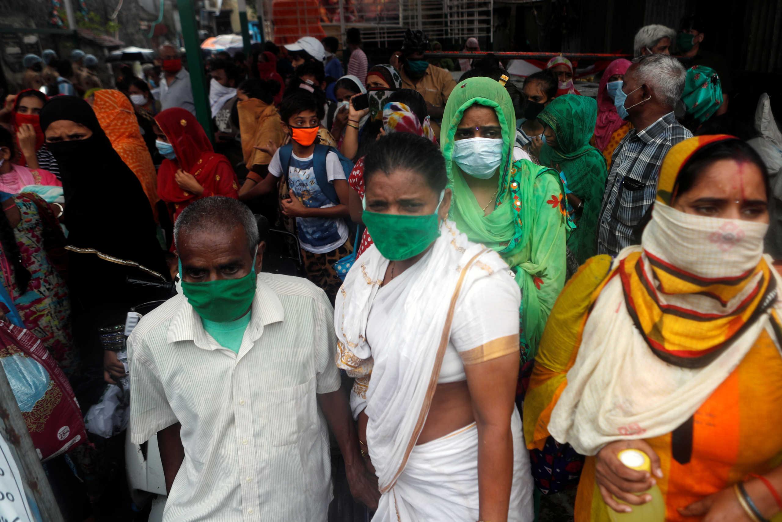 Ινδία: Ανοίγουν εστιατόρια, εμπορικά καταστήματα και χώροι λατρείας παρά την τεράστια αύξηση των κρουσμάτων