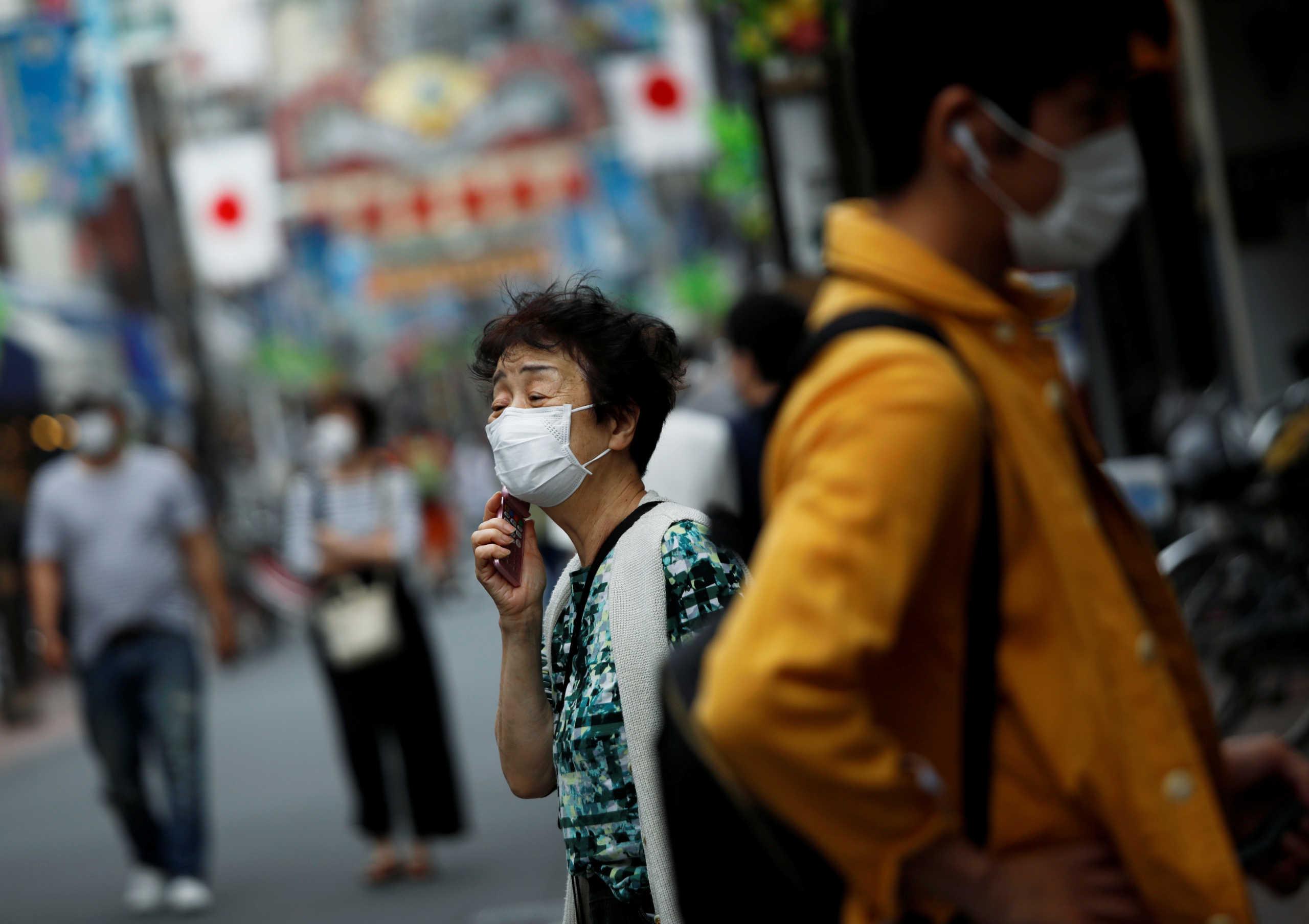 Ιαπωνία: Θέλουν να απαγορεύσουν την χρήση κινητού σε όσους περπατούν και μιλάνε