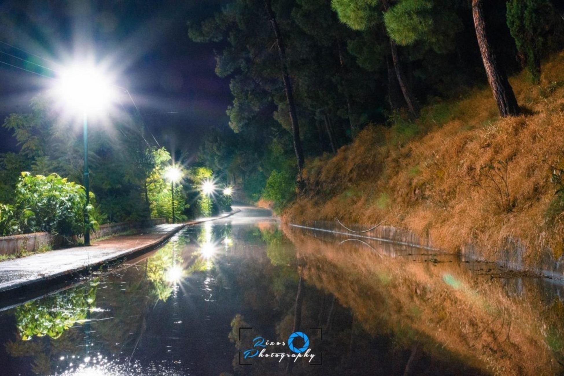 Λάρισα: Εικόνες που θυμίζουν… Ολλανδία στα Φάρσαλα! Το κανάλι που δημιούργησε η βροχή (Φωτό)